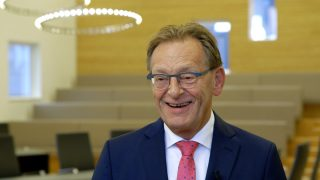 Foto van burgemeester Koos Janssen